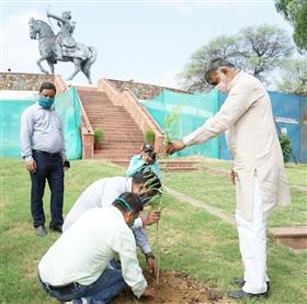The Minister of State for Culture and Tourism (Independent Charge), Shri Prahlad Singh Patel planting trees in Qila Rai Pithora to commemorate Sankalp Parv, in New Delhi on July 07, 2020.