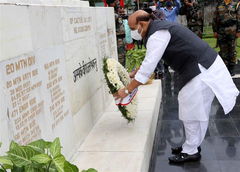 The Union Minister for Defence, Shri Rajnath Singh laying wreath to Honour the fallen heroes 33 Corps, in Sikkim on October 25, 2020.