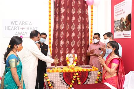 Union Minister of State (I/C) for AYUSH and MoS Defence Shripad Naik lighting the traditional lamp on the occasion of inauguration of Madhavbaug and Delight Ayurvedic Centre at Dhavali-Ponda on October 25, 2020. NRI Commissioner Adv. Narendra Sawaikar was also present on the occasion.