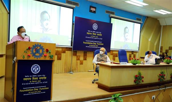 The Union Minister for Health & Family Welfare, Science & Technology and Earth Sciences and Vice President, CSIR, Dr. Harsh Vardhan addressing the gathering at the 79th Foundation Day celebrations of Council of Scientific and Industrial Research (CSIR), in New Delhi on September 26, 2020.  The DG, CSIR and Secretary, DSIR, Dr. Shekhar C. Mande and the Head, HRDG, Shri A. Chakraborty are also seen.