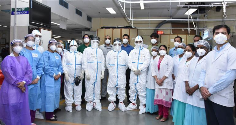 The Union Minister for Health & Family Welfare, Science & Technology and Earth Sciences, Dr. Harsh Vardhan visits the All-India Institute of Medical Sciences (AIIMS) to review the COVID-19 preparedness, in New Delhi on April 16, 2021.