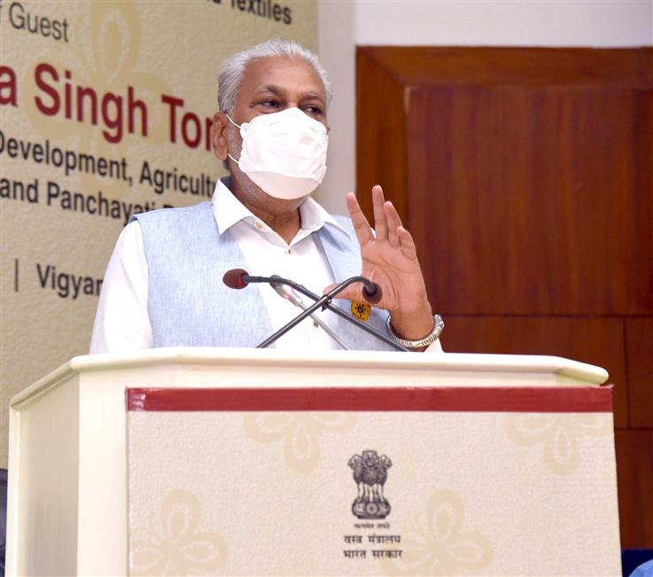 The Minister of State for Agriculture and Farmers Welfare, Shri Parshottam Rupala addressing at the National level programme on Convergence of Agro-Sericulture & Eradication of Thigh Reeling, in New Delhi on March 07, 2021.