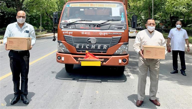The Minister of State for Development of North Eastern Region (I/C), Prime Minister's Office, Personnel, Public Grievances & Pensions, Atomic Energy and Space, Dr. Jitendra Singh sending off the second consignment of COVID related material for his Lok Sabha constituency of Udhampur-Kathua-Doda, in New Delhi on May 15, 2021.