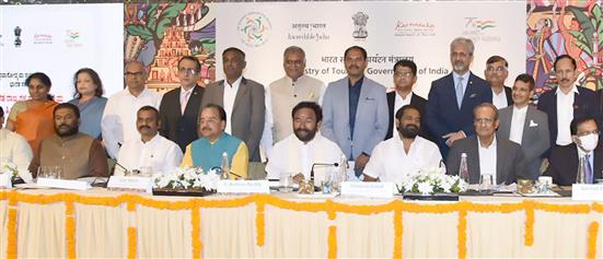 The Union Minister for Culture, Tourism and Development of North Eastern Region (DoNER), Shri G. Kishan Reddy addressing at the inaugural session of the 2-day Conference of Tourism & Culture Ministers of the Southern Region, in Bengaluru on October 28, 2021. The Minister of State for Defence and Tourism, Shri Ajay Bhatt, the Minister of State for Fisheries, Animal Husbandry & Dairying, Information and Broadcasting, Dr. L. Murugan and other dignitaries are also seen.
