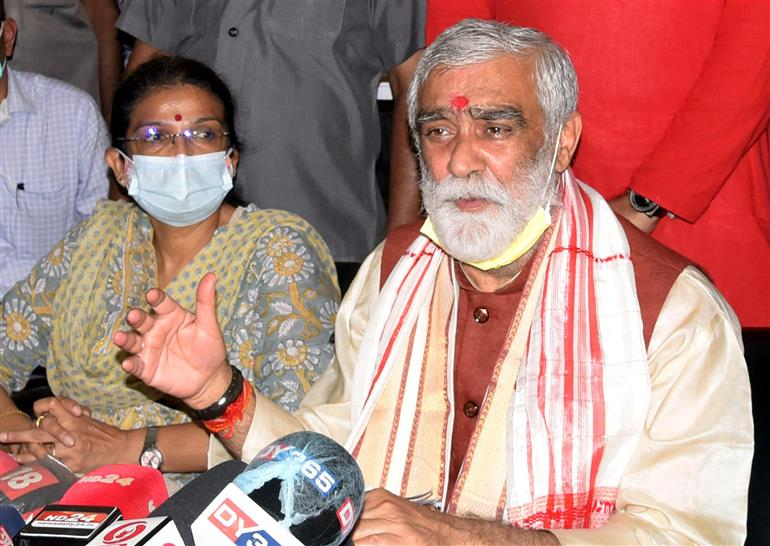 The Minister of State for Consumer Affairs, Food & Public Distribution, Environment, Forest and Climate Change, Shri Ashwini Kumar Choubey addressing the media, during his visit to Assam State Zoo cum Botanical Garden, in Guwahati on September 19, 2021.