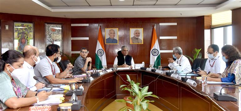 The Union Minister for Environment, Forest & Climate Change, Labour & Employment, Shri Bhupender Yadav chairing a virtual meeting on Air Quality and Parali Issue, in New Delhi on September 23, 2021.  The Secretary, Ministry of Environment, Forest & Climate Change, Shri R.P. Gupta and other dignitaries are also seen.