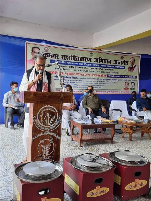 Shri Radha Mohan Singh Distributes Electric Chaak to 150 Kumhar Families in Bihar under KVIC Kumhar Sashaktikaran Yojana