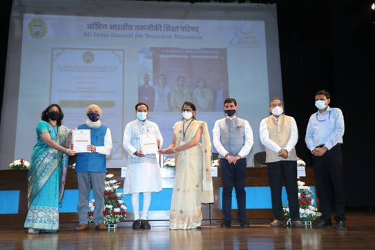 Union Minister of Education presents AICTE Lilavati Awards 2020 on women empowerment  URMILA MATONDKAR  PHOTO GALLERY  | PBS.TWIMG.COM  EDUCRATSWEB