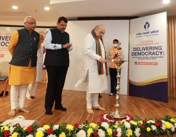 अमित शाह ने आज ''डिलीवरिंग डेमोक्रेसी: सरकार के प्रमुख के रूप में प्रधानमंत्री मोदी के दो दशक' विषय पर तीन-दिवसीय राष्ट्रीय गोष्ठी का शुभारंभ किया