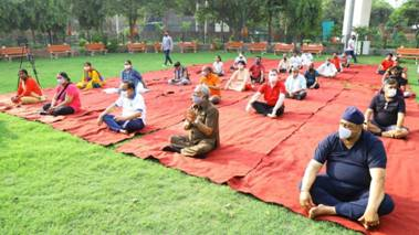 Dr. Harsh Vardhan marks International Day of Yoga performing Yoga with people of Delhi
